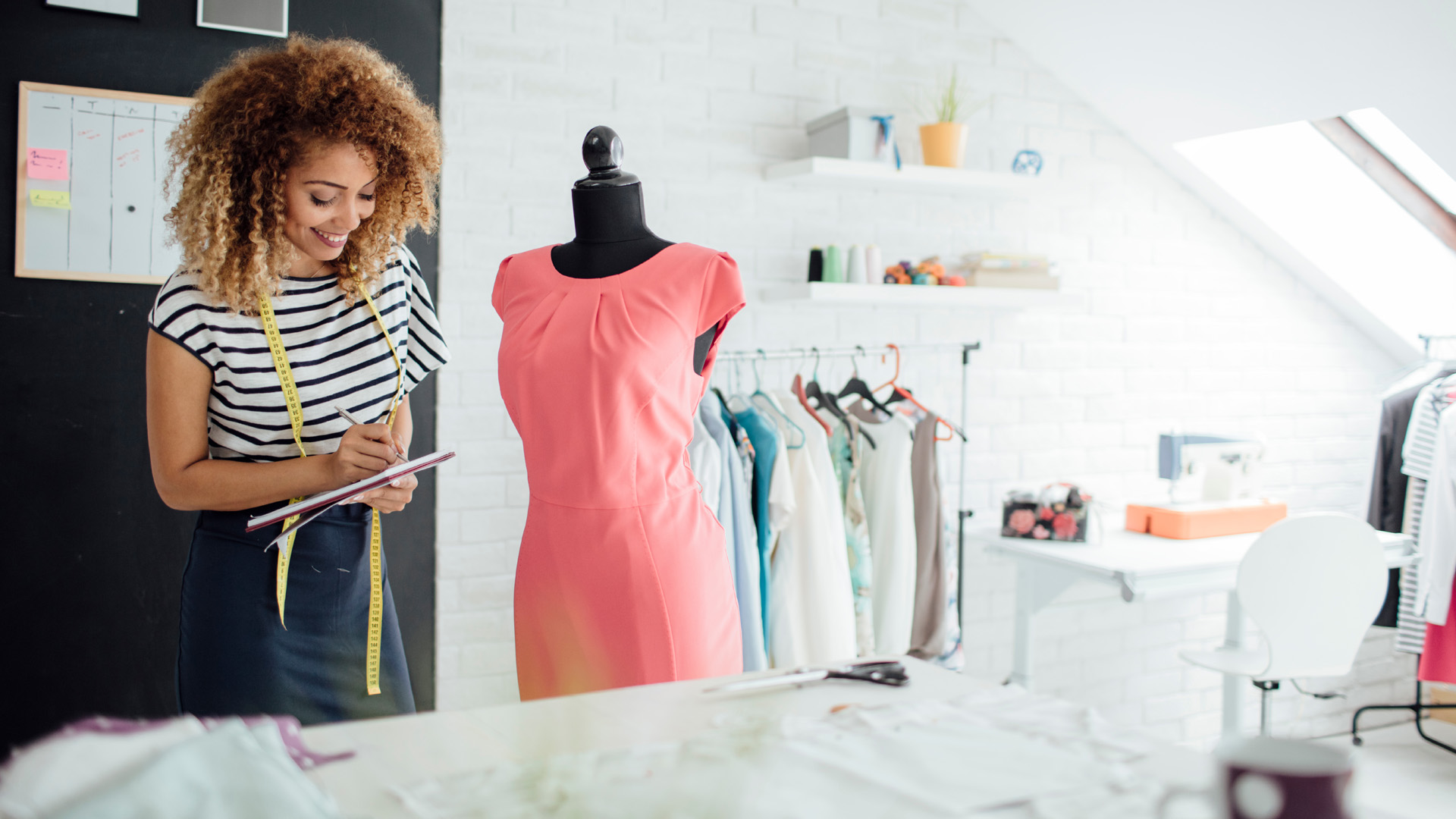 How much does a Fashion Designer earn?