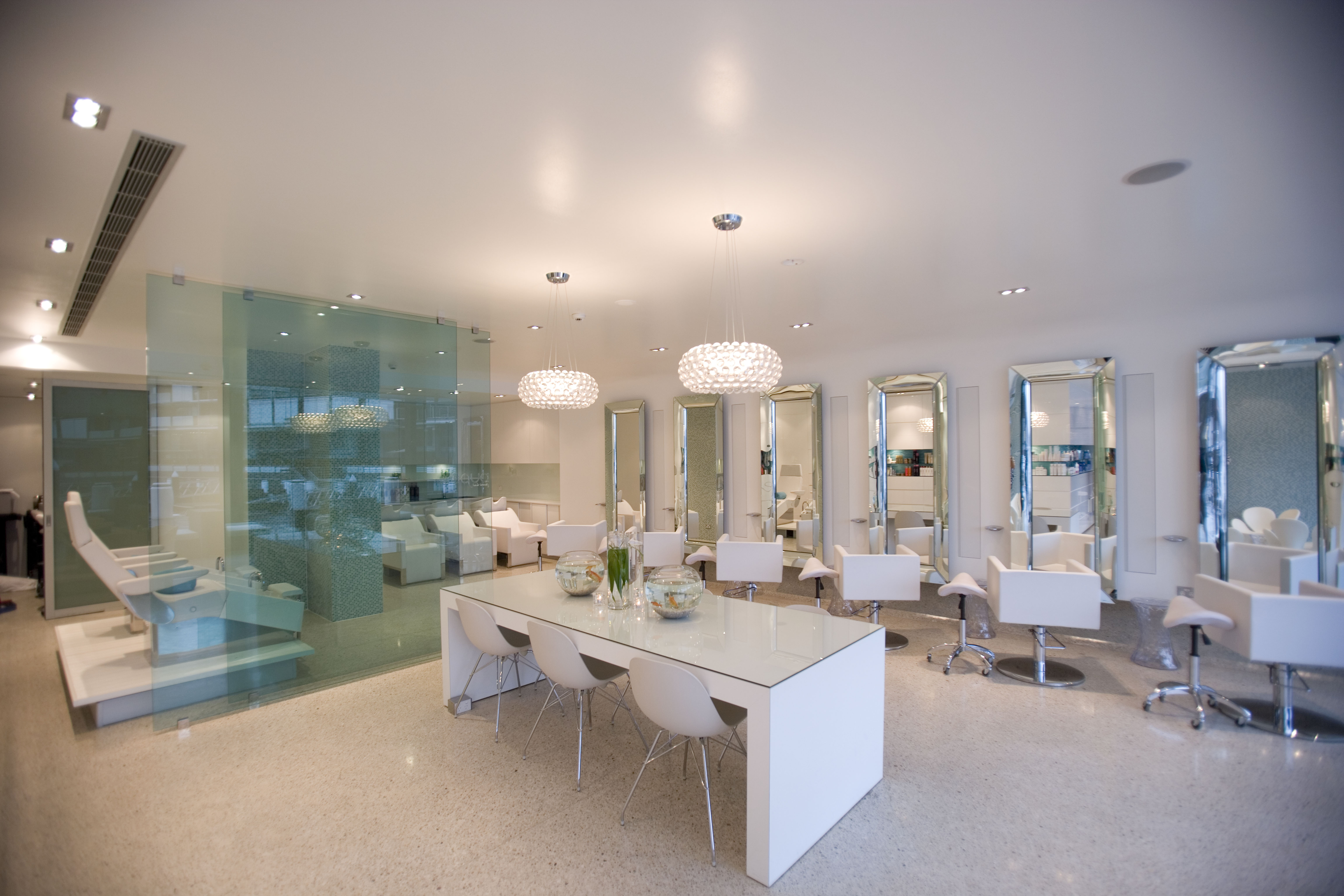 How to Decorate a Beauty Salon